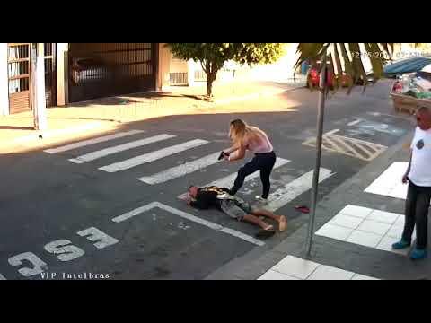 Policial de folga, mãe mata ladrão em frente a escola no interior de São Paulo; assista