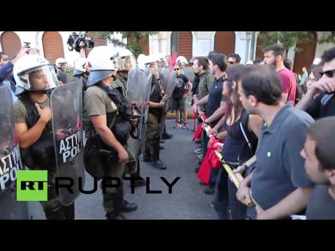 Greece: Scuffles break out at mass pro-EU protest