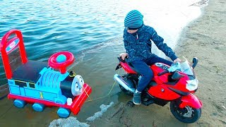 Kids Ride on Power Wheels and  Pretend Play saving Thomas Train from the mud / Video for Children