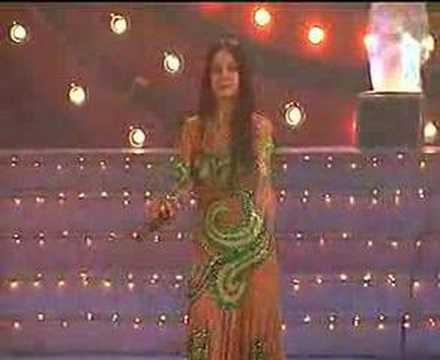 This is a beautiful song performed by an Uzbek singer and I think it is an Azeri (Azerbayjani) song. Can anyone send me the words please?