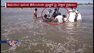 Farmers Stuck In Mid Manair Reservoir, Locals Help Them Out | Rajanna Sircilla