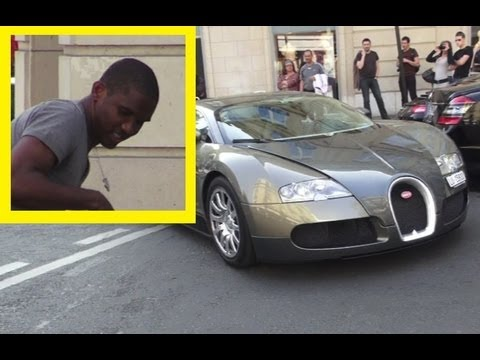 Follow me on Facebook: http://on.fb.me/alexsmolik Today, I saw cameroonian football player Samuel Eto'o driving his Bugatti Veyron in Paris. What a lovely si...