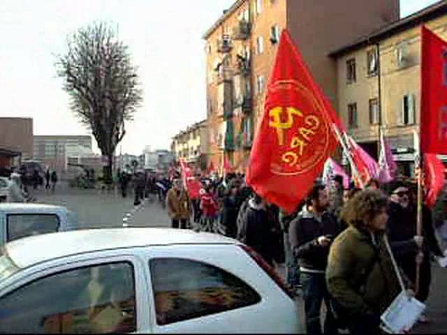 10 dicembre 2011 manifestazione contro i licenziamenti politici all'ESSELUNGA.avi