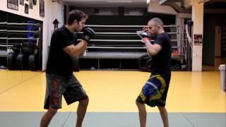 MMA Sequenza su attacco: schivata, parata, proiezione e finalizzazione con Kimura