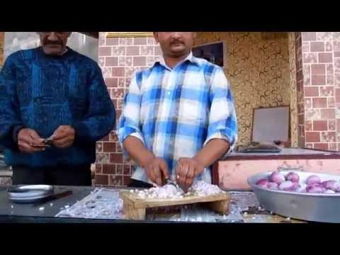 Индус режет лук как Бог!