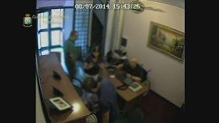 video www.meridiananotizie.it I finanzieri del Comando Provinciale di Roma hanno portato a termine un'articolata operazione di polizia che ha messo fine all...