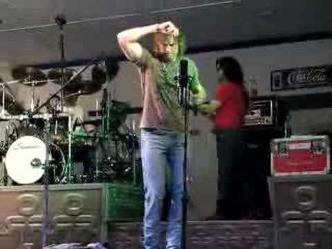 Darryl Worley Performs Family Tree