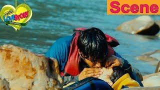 Sundeep Kishan Saves Regina Cassandra From An Accident - Routine Love Story Movie Scenes