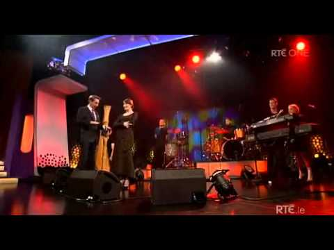 Florence and the Machine performing Shake It Out on The Late Late Show (28/10/11)
