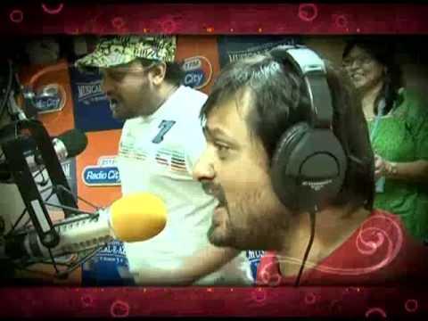 Sajid-Wajid singing at a Radio station