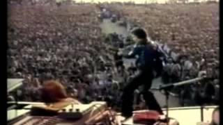 Neil Diamond enters the stage to 55000 screaming fans at Woburn Abbey in 1977