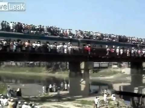 UNBELIEVABLE POPULATION OVERDOSE TRAIN RIDE IN INDIA THIS IS AMAZING