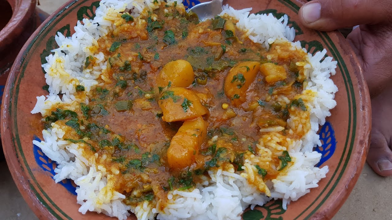 Aloo Curry Aur Chawal Recipe | Aloo ki Sabzi with Gravy | Potato Curry Recipe by Mubashir Saddique
