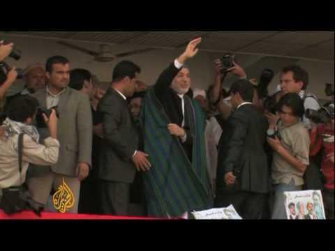 Karzai pushes for Taliban peace talks