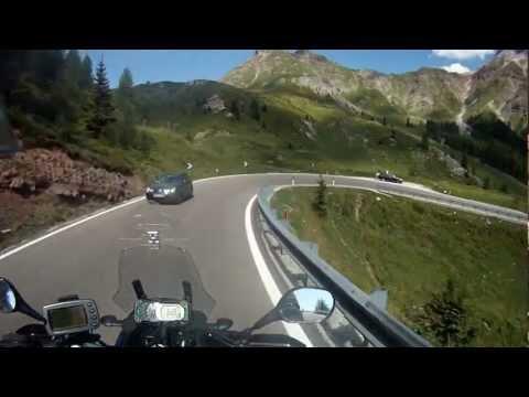 Ein Tag aus dem Leben eines Motorradfahrer in den Dolomiten