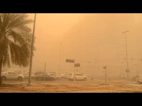 Heavy dust storm in Abu Dhabi