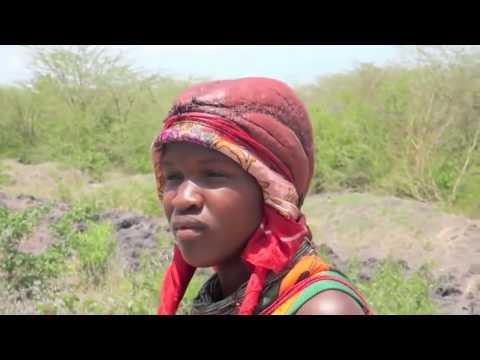 نساء وتقاليد غريبة في  آحد قبائل إفريقيا ! thumbnail