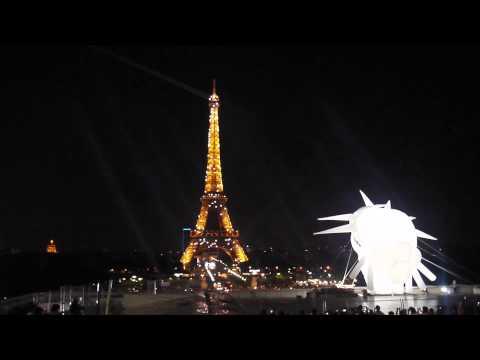 13日法國巴黎鐵塔閃燈~美到破表了!!一生必來1次啊