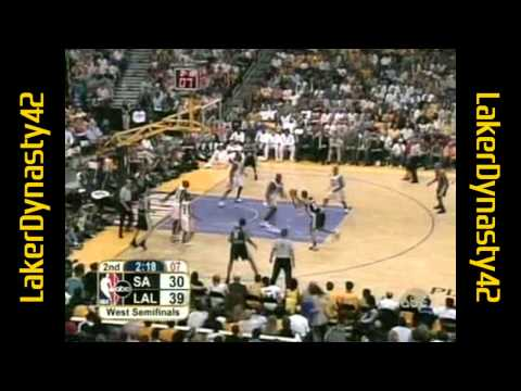 Shaquille O'Neal 2004 Playoffs: 28pts & 8blks, Gm 3 vs. SA Spurs