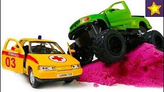 С машинками Скорая помощь ЛАДА 110  едет на гонки Car Toys