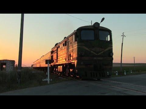 Tепловоз 2ТЭ10Л-2303 с пассажирским поездом 2 / 2TE10L-2303 Lugankawith passenger train 2