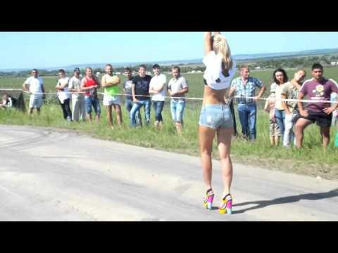 танцы девушек с автомобилями Гоу- гоу репотраж телеканала и рассказ о гонках часть 3