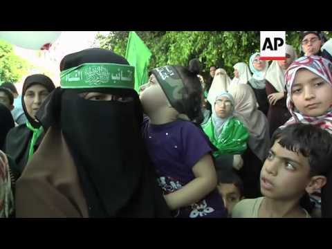 Hamas protest supporting Palestinian resistance; Hamas spokesman; people trying to cross into Egypt