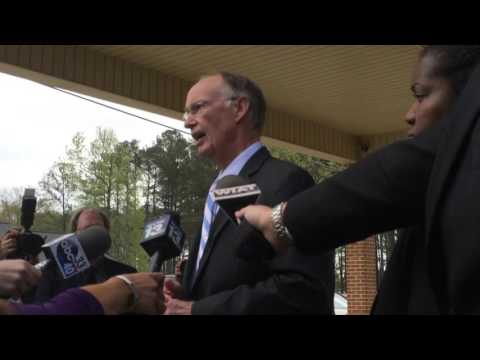Watch Governor Robert Bentley skirt questions from reporters about his alleged affair