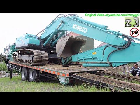 Fuso Self Loader Truck Heavy Equipment Transport Kobelco SK200 Excavator