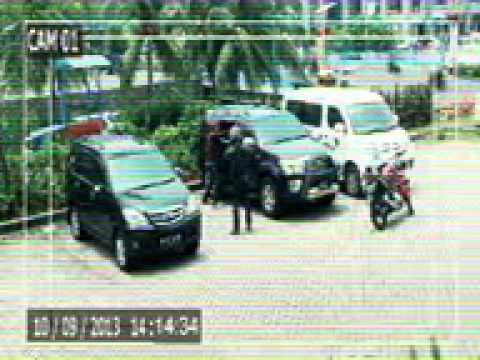 Maling pecahin kaca mobil kepergok Wolverine asli terekam CCTV