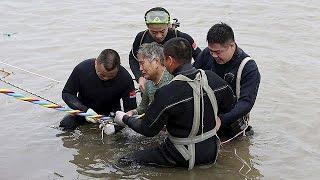 Çin'de Yaşlıları Nehir Turuna çıkaran Feribot Alabora Oldu