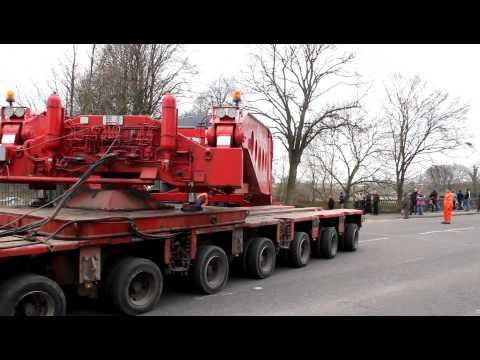 One of Britain's heaviest loads travels around Preston