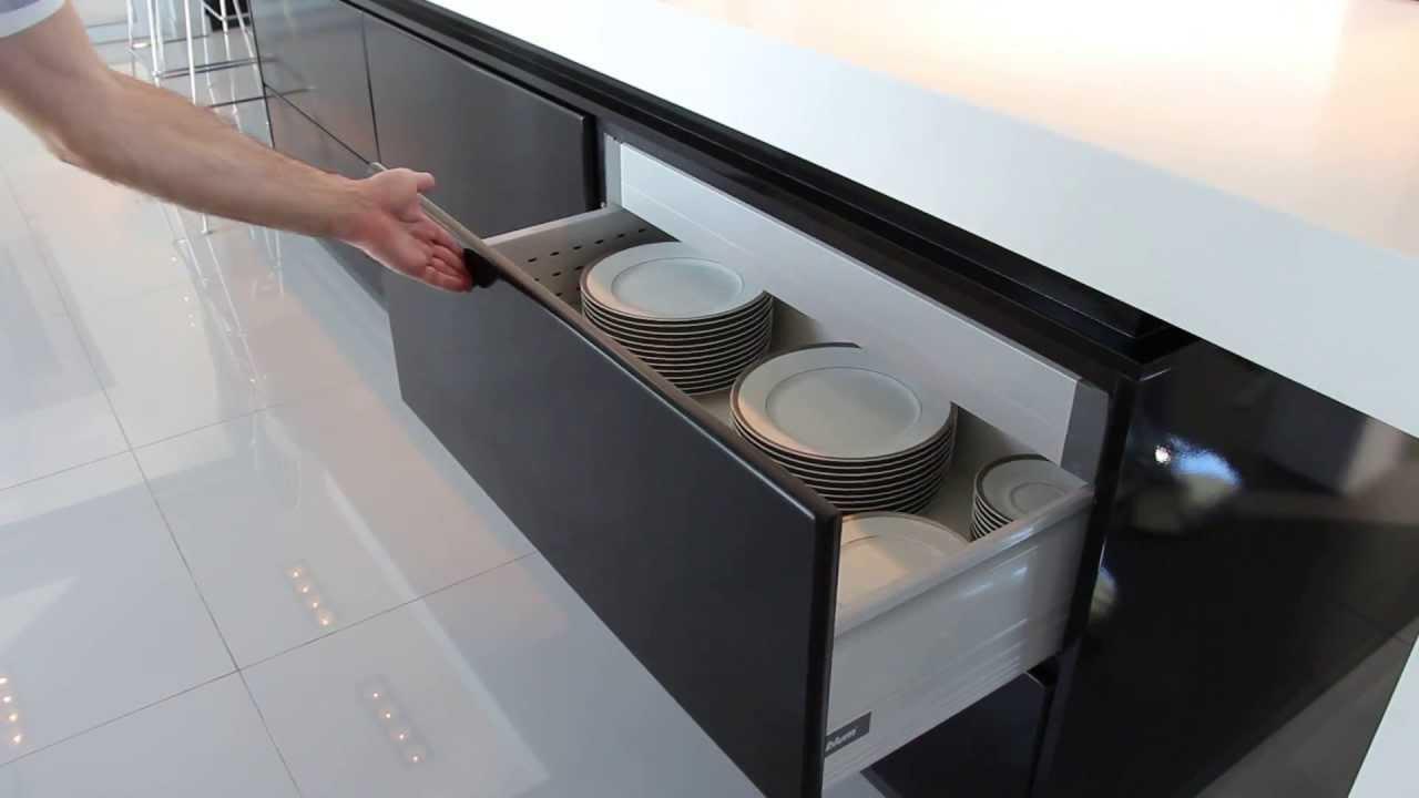 Amoblamiento de cocina apertura cajones servo drive for Mueble con cajones para cocina