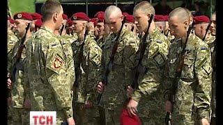 500 новобранців на площі перед Музеєм історії війни заприсяглися служити народу України - (видео)