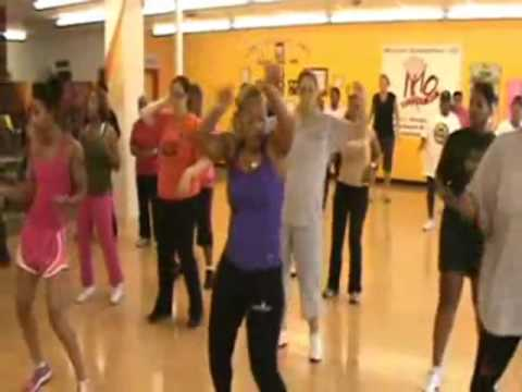 Camela Douglass Zumba mueve La Cadera And la Vida Es Un Carnaval video