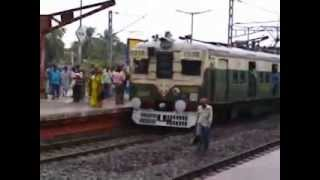 TAMIL NADU LOCAL TRAIN LEAVED THE PLATFORM