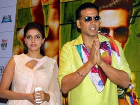 Akshay Kumar & Asin Promote 'Khiladi 786' In Indore