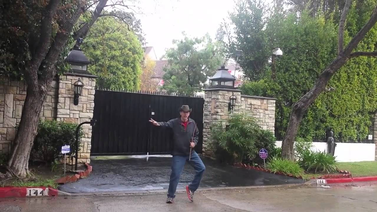 Tour of Movie Star Homes, Hollywood, LA - YouTube