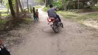 দেখুন কিবাবে মটর সাইকেল নিয়ে খেলা করছে,,,