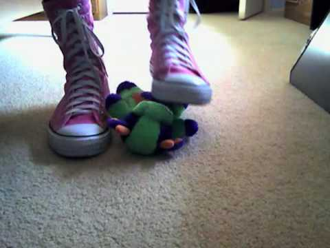 Pink converse trampling toy Video