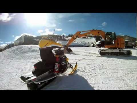 SNOWMOBILE EXTREME DRIVING