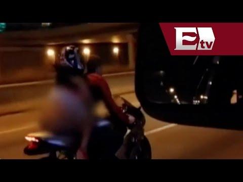 Conductor Se Distrae Con Sexy atractivo De Una Copiloto En Moto   Andrea Newman video
