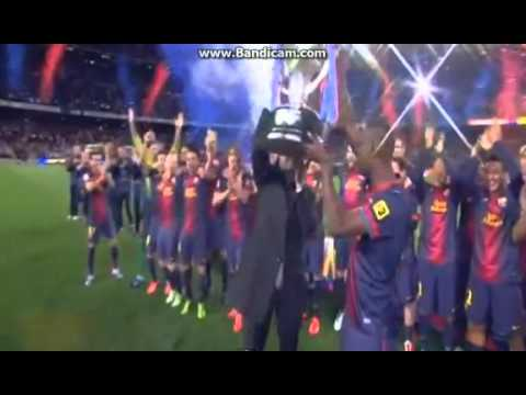 Carles Puyol hands Tito Vilanova & Eric Abidal the La Liga trophy to lift 2013