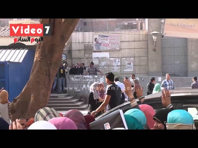 بالفيديو.. طالبات الإخوان بجامعة القاهرة يرددن هتافات مناهضة للشرطة