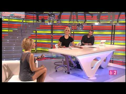 BERTA COLLADO, Vestido gris, muy corto, luciendo piernas (26.10.10)