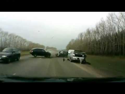 Подборка видео аварий на видеорегистратор октябрь 2011