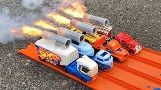 HOT WHEELS TRACK STARS TRUCKS ROCKET POWERED RACE !!