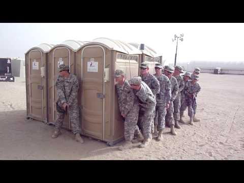 Militar - Extraña táctica militar en una playa