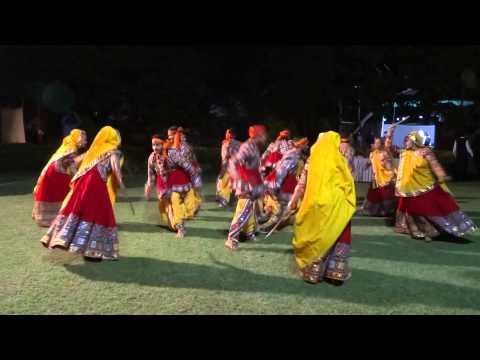 Mor Bani Thanghat Kare(raamleela) video