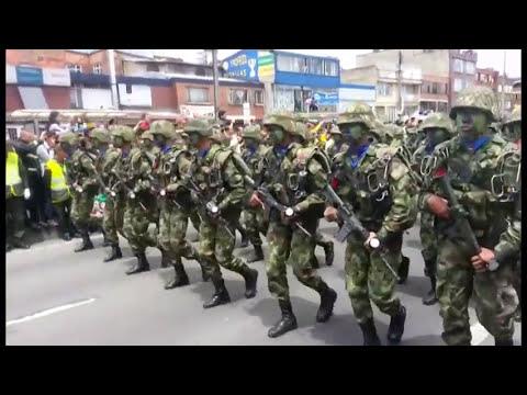 DESFILE MILITAR 20 DE JULIO 2013 BOGOTA COLOMBIA